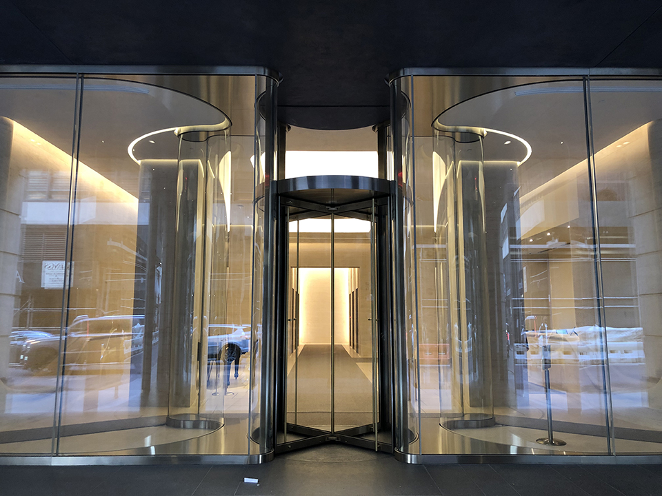 712 Fifth avenue nyc curved laminated glass entrance lobby Cristacurva